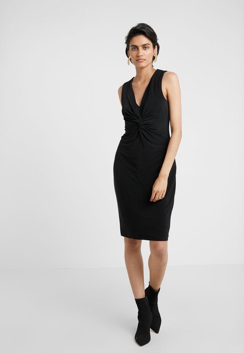 DKNY - TWIST FRONT SHEATH - Pouzdrové šaty - black