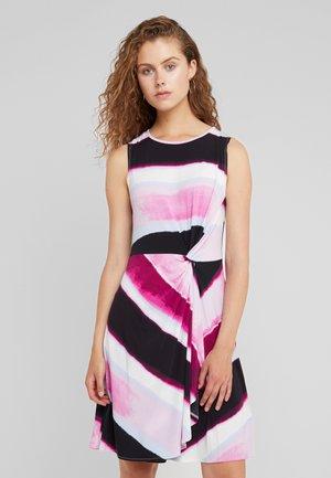 DRAPE DRESS - Jerseykjole - freesia