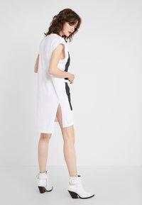 DKNY - EXPLODED LOGO - Jersey dress - white - 2