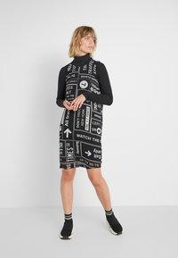 DKNY - SCOOP LONG DRESS - Denní šaty - black/white - 1