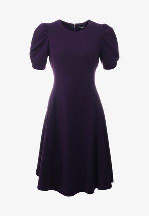 KNOT SLEEVE FIT FLARE - Korte jurk - aubergine