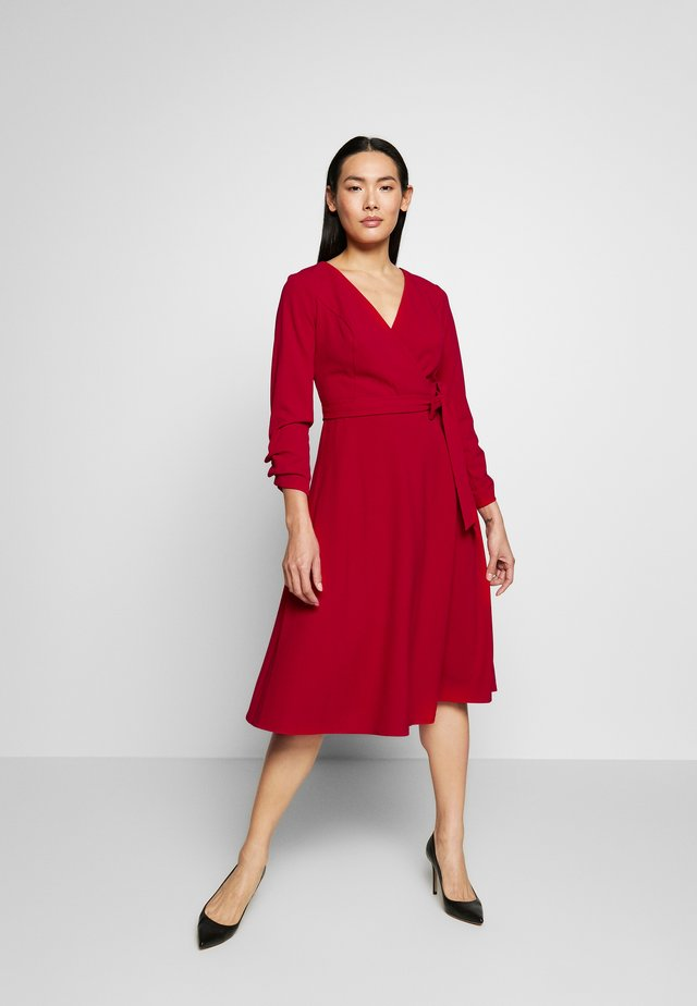 RUCHED COVERED BUTTON SLEEVE FAUX WRAP FIT & FLARE - Jerseyjurk - scarlet