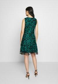 DKNY - FIT FLARE - Hverdagskjoler - emerald - 2