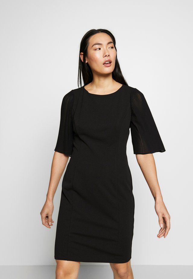 PLEAT SLEEVE SHEATH - Kotelomekko - black