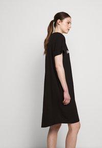 DKNY - LOGO DRESS - Jerseykjoler - black/white - 5