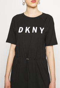 DKNY - LOGO T-SHIRT MAXI DRESS  - Žerzejové šaty - black/ivory