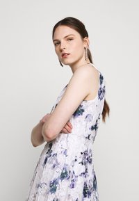 DKNY - RUFFLE EDGE FIT AND FLARE - Cocktailklänning - petunia white/lilac - 4