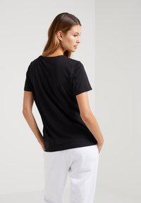 DKNY - CREW NECK LOGO TEE - T-shirt imprimé - black - 2