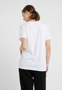 DKNY - FLORAL CAVIAR LOGO - Printtipaita - white - 2