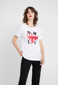DKNY - METALLIC HEART STACKED LOGO TEE - T-shirt med print - white - 0