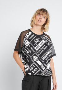 DKNY - ELBOW CROPPED - Printtipaita - black - 0