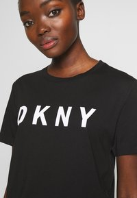 DKNY - Triko spotiskem - black/white - 4