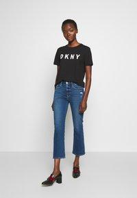 DKNY - Triko spotiskem - black/white - 1