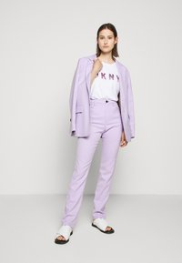 DKNY - OMBRE LOGO - T-shirts print - white/moonstone multi - 1