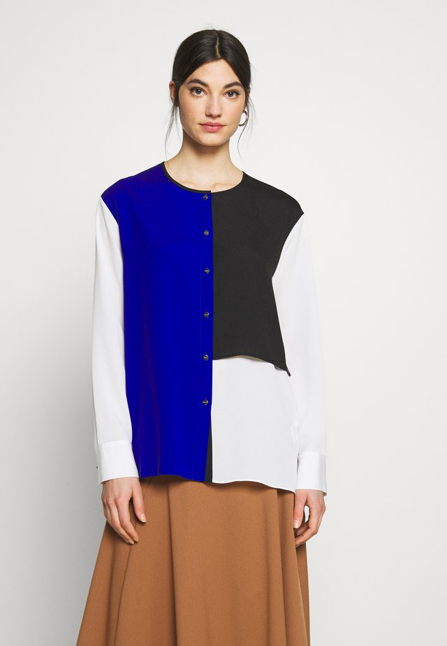 COLORBLOCK - Bluser - ivory/black/electric blue