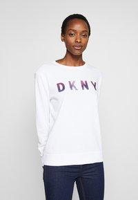 DKNY - OMBRE GLITTER LOGO - Sudadera - white - 0