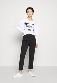 DKNY - EVERYDAY SEQUIN LOGO - Sweatshirt - white/black - 1