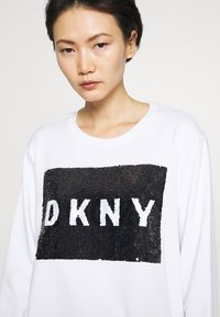 DKNY - EVERYDAY SEQUIN LOGO - Sweatshirt - white/black