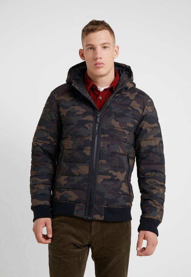 LIGHTWEIGHT STRETCH HOODED PUFFER - Light jacket - camouflage