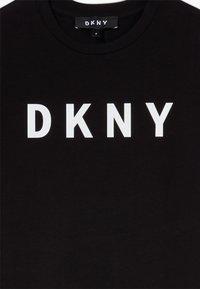 DKNY - SLEEVE DRESS - Žerzejové šaty - black - 3
