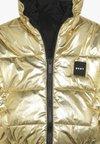DKNY - STEPPJACKE UMKEHRBAR - Winter jacket - gold