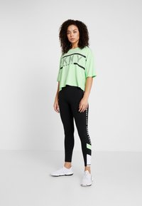 DKNY - CROPPED LOGO TEE - T-shirt med print - spearmint - 1