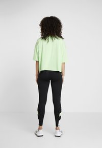 DKNY - CROPPED LOGO TEE - T-shirt med print - spearmint - 2