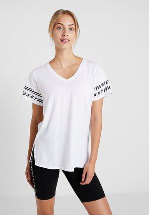 V-NECK TEE - T-shirt imprimé - white