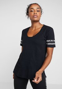 DKNY - V-NECK TEE - Camiseta estampada - black - 0
