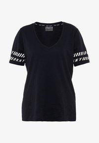 DKNY - V-NECK TEE - Camiseta estampada - black - 4