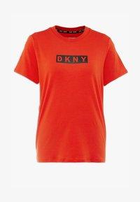 DKNY - SHORT SLEEVE DROP OUT LOGO - T-shirt med print - siren - 3