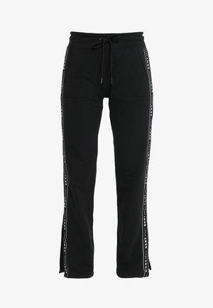 TRACK PANT W/SIDE SLIT - Teplákové kalhoty - black