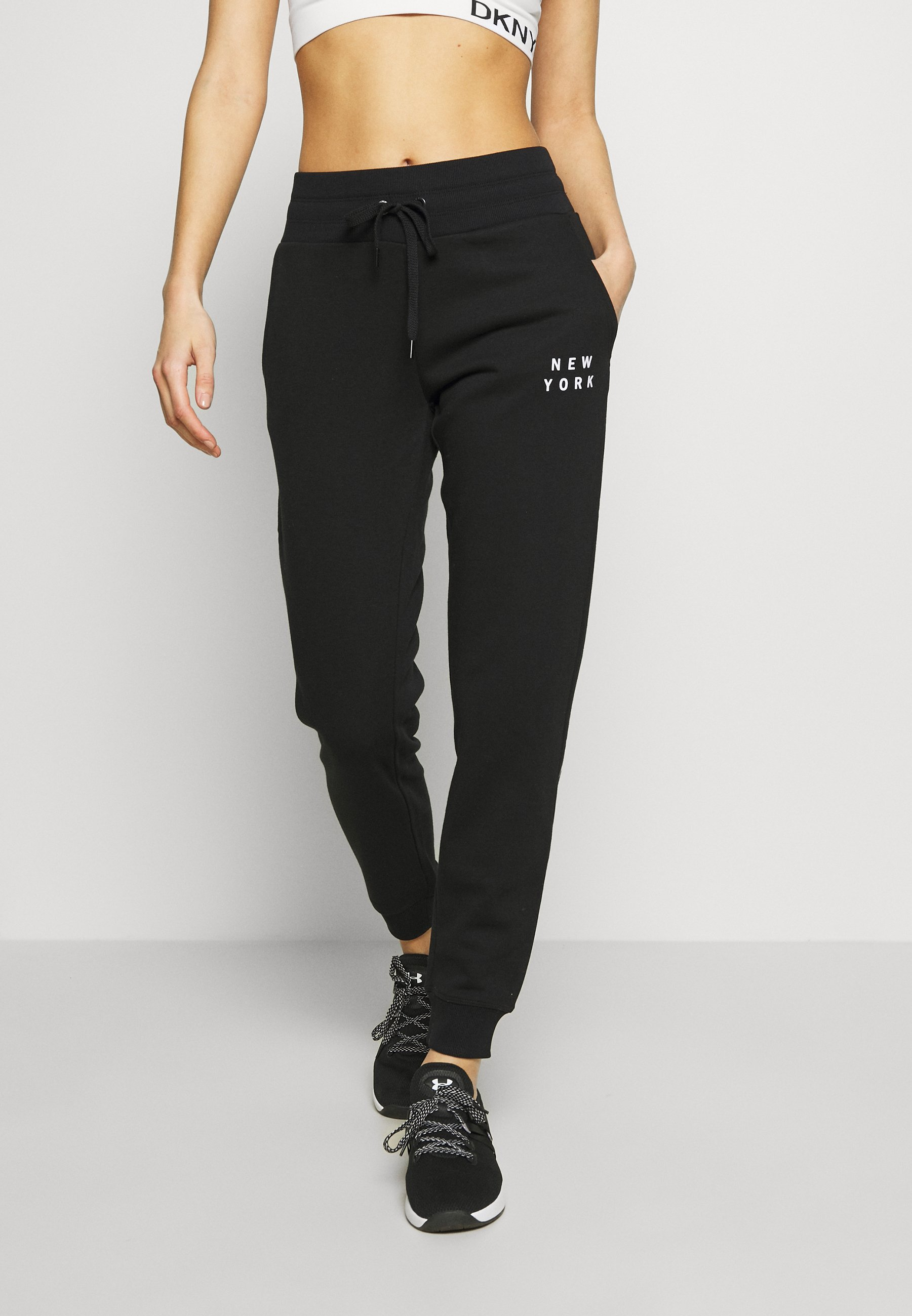 DKNY FLOCKED SHADOW LOGOCUFFED - Spodnie treningowe - black