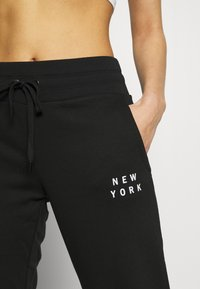 DKNY - FLOCKED SHADOW LOGOCUFFED - Joggebukse - black - 5