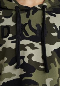 DKNY - CAMO PRINTHOODIE WITH CONTRAST PIPING - Sweat à capuche - vine combo - 5