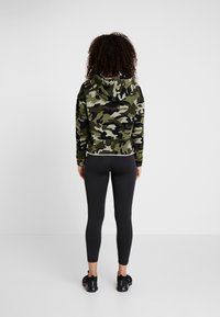 DKNY - CAMO PRINTHOODIE WITH CONTRAST PIPING - Sweat à capuche - vine combo - 2