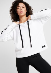 DKNY - HOODED WITH LACE-UP SLEEVE - Sweat à capuche - white - 3