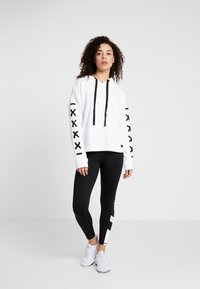 DKNY - HOODED WITH LACE-UP SLEEVE - Sweat à capuche - white - 1