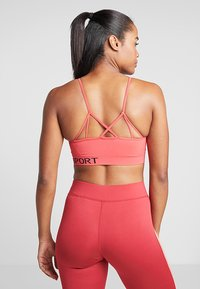 DKNY - LOW IMPACT STRAPPYSEAMLESS BRA REMOVABLE CUPS - Sport BH - radiant red - 2