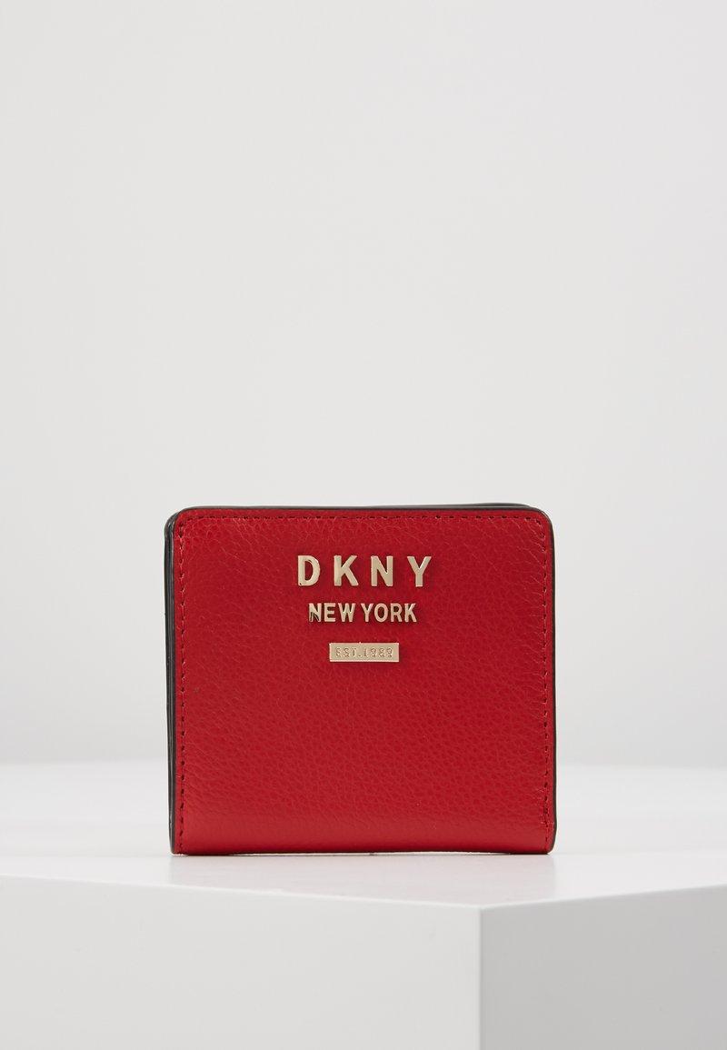 DKNY - WHITNEY BIFOLD WALLET - Monedero - rouge