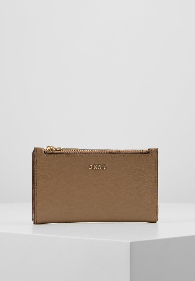 Bryant New Bifold Card Holder   Wallet by Dkny
