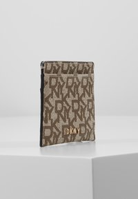 DKNY - BRYANT CARD HOLDER LOGO - Kortholder - chino/caramel - 4