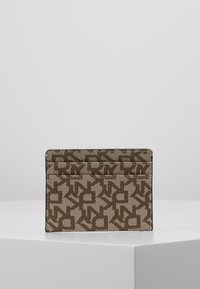 DKNY - BRYANT CARD HOLDER LOGO - Kortholder - chino/caramel - 3