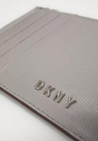 DKNY - BRYANT ZIP CARD HOLDER - Lommebok - grey melange - 3