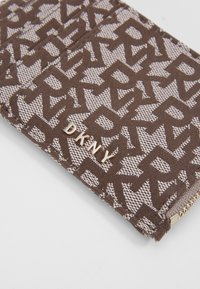 DKNY - BRYANT LOGO ZIP CARD - Wallet - chino/sand - 2