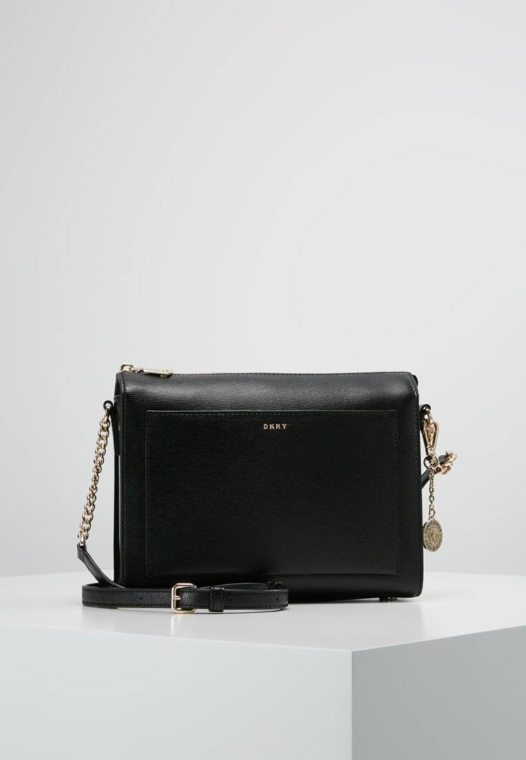 DKNY - CHAIN ITEM SUTTON MEDIUM BOX CROSSBODY - Across body bag - black/gold