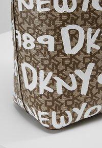 DKNY - BRAYDEN LARGE REVERSIBLE TOTE - Tote bag - rose - 8
