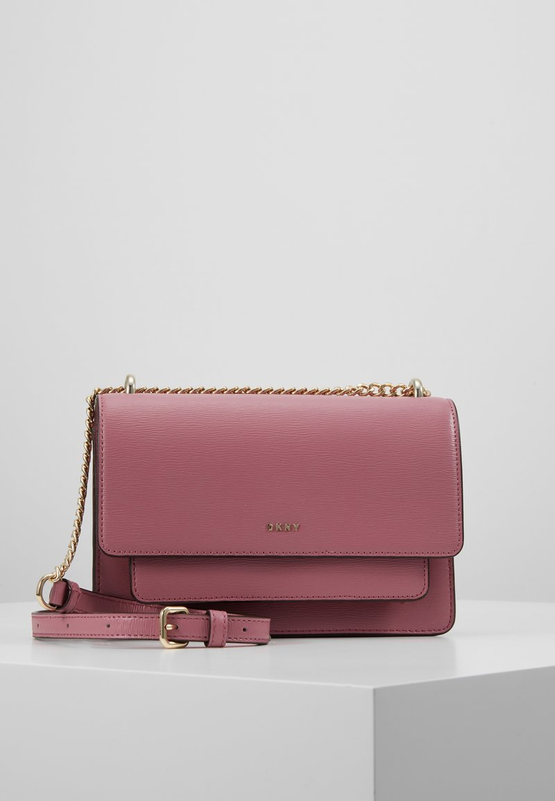 DKNY - BRYANT SMALL CHAIN FLAP - Across body bag - canyon rose