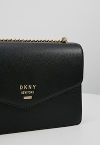 DKNY - WHITNEY - LARGE DOME SATCHEL - Sac bandoulière - black/gold colored - 6
