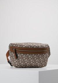 DKNY - CASEY  LOGO - Bum bag - chino logo/vicuna - 0